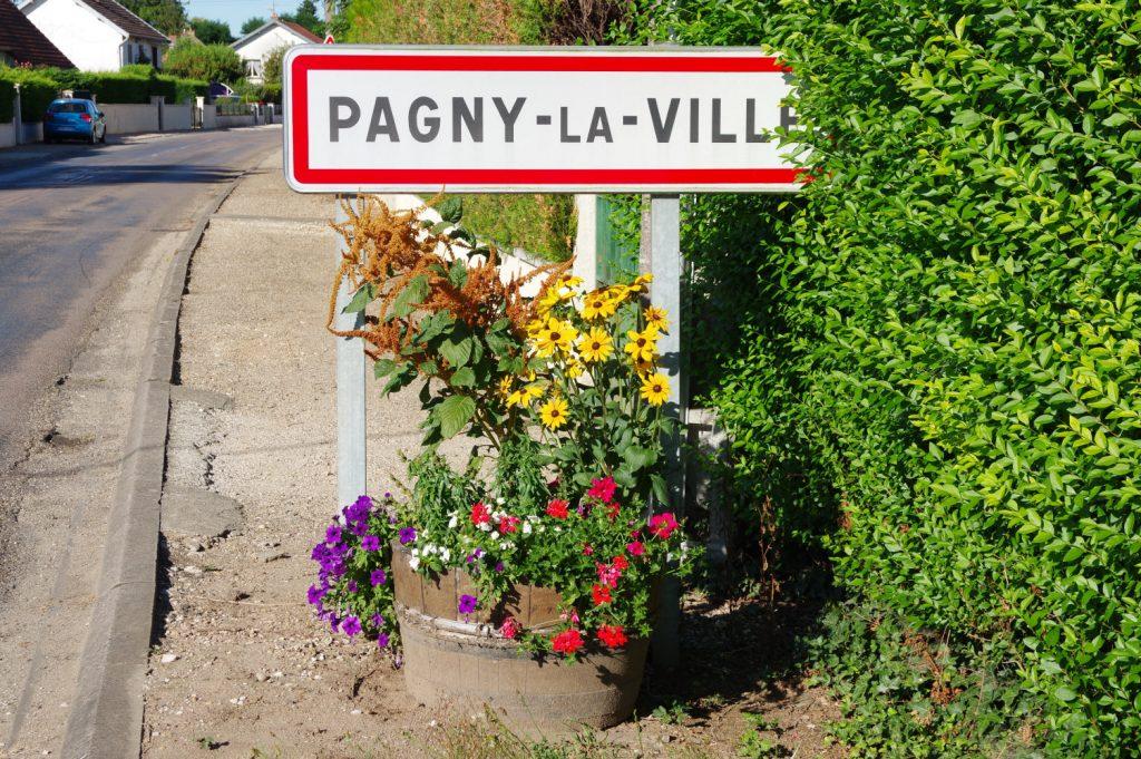 Entrée du village - Route de Labruyère