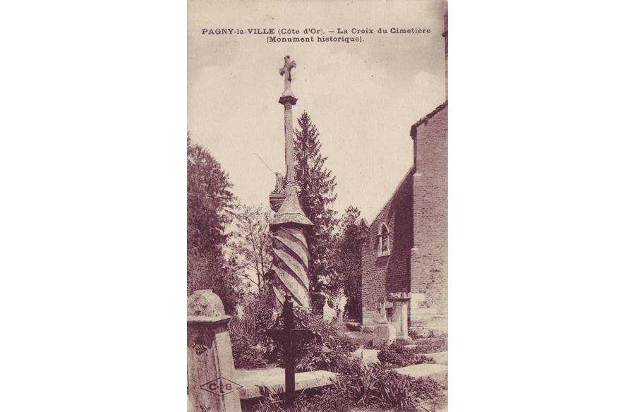 La croix torse du cimetière