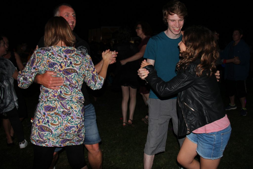 La danse est endiablée