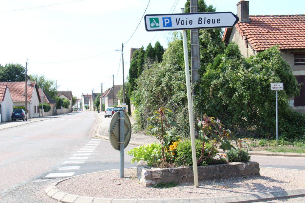 Carrrefour Grande rue et rue de Tontenant